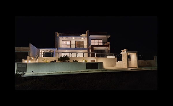 WH.FRONT SIDE PANORAMIC